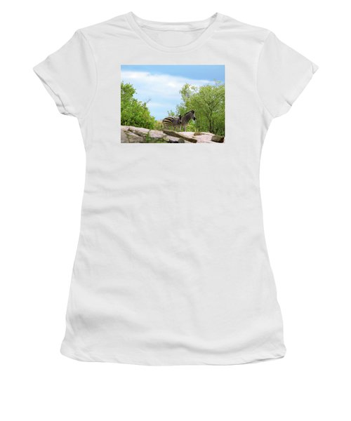Mama, Who's That Idiot Taking My Picture? Women's T-Shirt