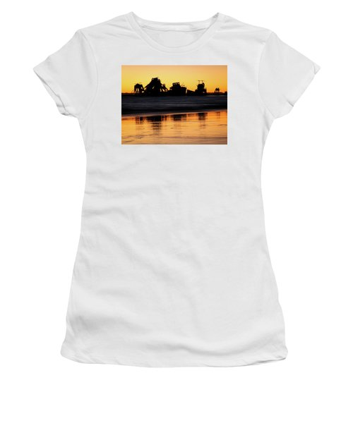 Tangalooma Wrecks Sunset Silhouette Women's T-Shirt (Athletic Fit)