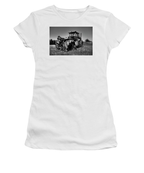 Tractor In The Countryside Women's T-Shirt (Athletic Fit)
