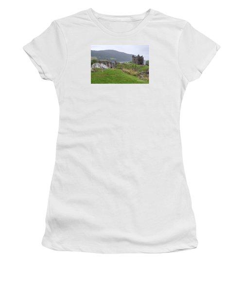 Urquhart Castle - Drumnadrochit Women's T-Shirt (Athletic Fit)