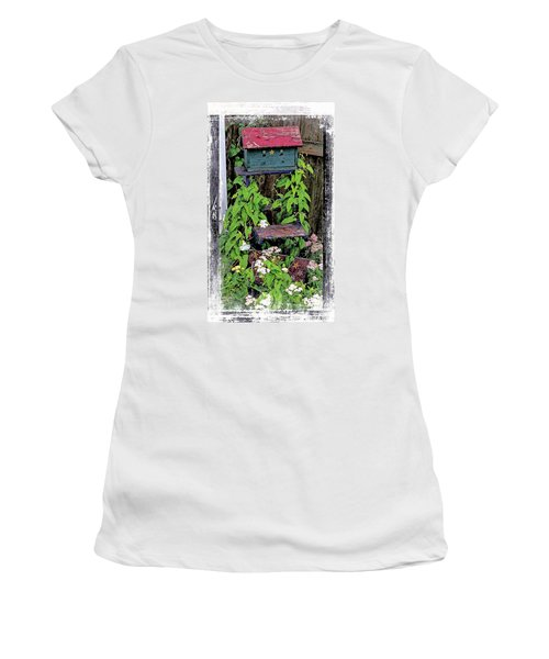 Vintage Bird House Women's T-Shirt (Athletic Fit)
