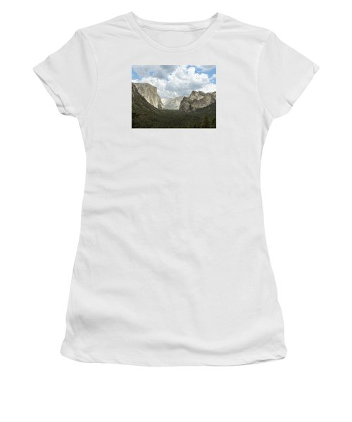 Yosemite Valley Yosemite National Park Women's T-Shirt (Athletic Fit)