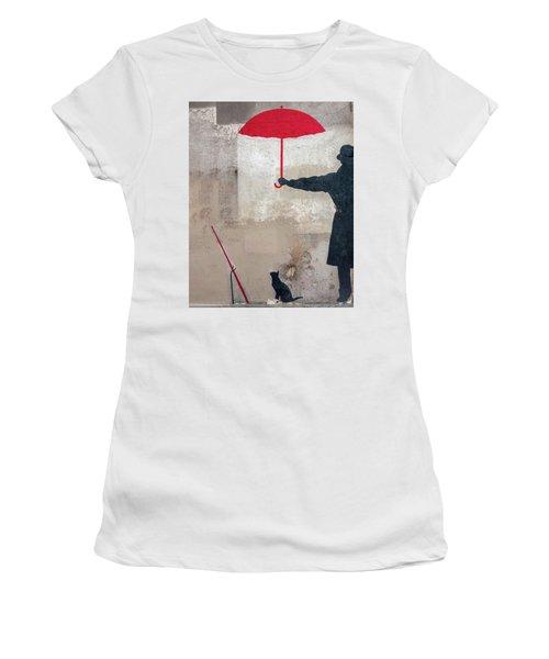 Paris Graffiti Man With Red Umbrella Women's T-Shirt
