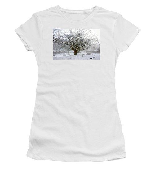 30/01/19  Rivington.  Japanese Pool. Snow Clad Tree. Women's T-Shirt