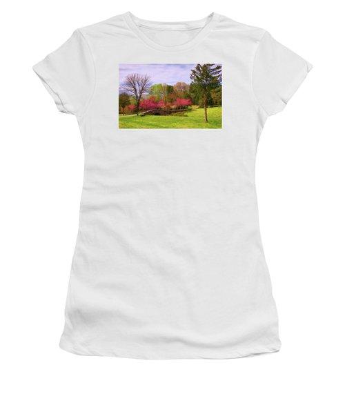 Entrance To Rassawek Vineyard In Columbia Virginia Women's T-Shirt
