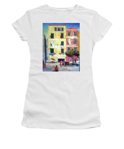 Italian Piazza With Laundry Women's T-Shirt