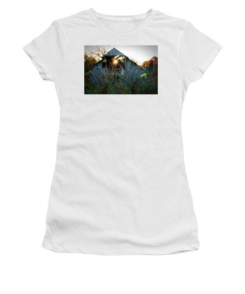 Old Barn At Sunset Women's T-Shirt