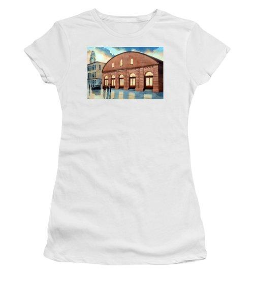 Vintage Color Columbia Market House Women's T-Shirt