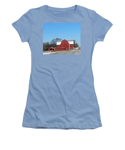 Large Red Barn Women's T-Shirt (Athletic Fit)