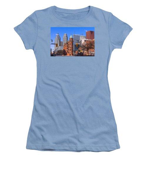 Flatiron Building In Toronto Women's T-Shirt (Junior Cut) by Les Palenik