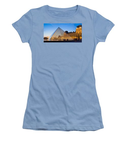 Pyramid In Front Of A Museum, Louvre Women's T-Shirt (Athletic Fit)