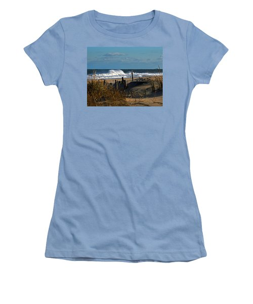 Fenwick Dunes And Waves Women's T-Shirt (Athletic Fit)