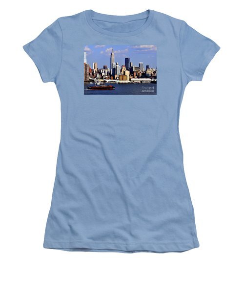 New York City Skyline With Empire State And Red Boat Women's T-Shirt (Athletic Fit)