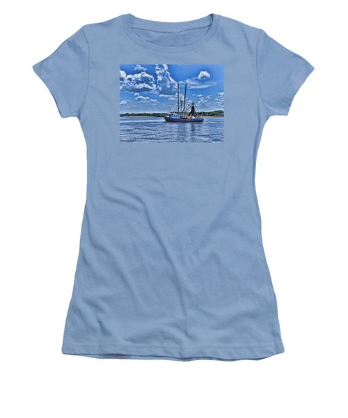 Women's T-Shirt (Junior Cut) featuring the photograph Shrimp Boat Heading To Sea by Ludwig Keck