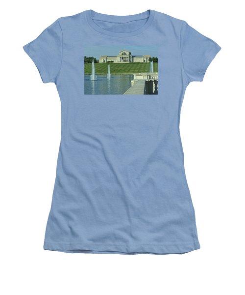 St Louis Art Museum And Grand Basin Women's T-Shirt (Junior Cut) by Greg Kluempers