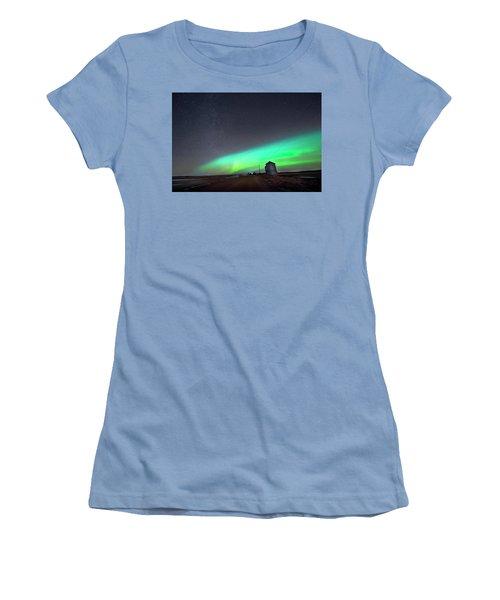 Women's T-Shirt (Junior Cut) featuring the photograph Arc Of The Aurora by Dan Jurak