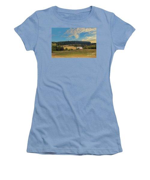 Barn In Field Women's T-Shirt (Athletic Fit)