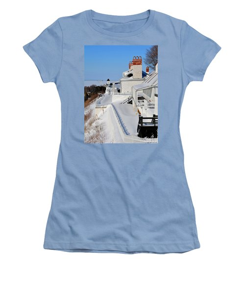 Fort Mackinac Profile Women's T-Shirt (Athletic Fit)