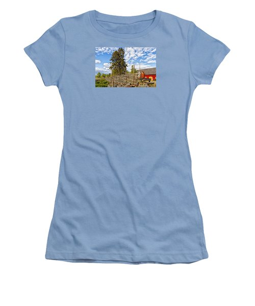 Old Rural Farm Set In A Beautiful Summer Nature Women's T-Shirt (Athletic Fit)