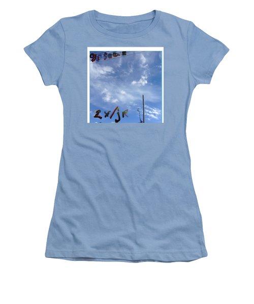 Quatre Vingt Dix Seconds Deux Fois Par Jour Women's T-Shirt (Athletic Fit)
