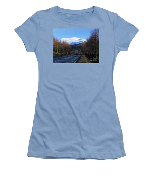 Road To Aonach Mor  Women's T-Shirt (Athletic Fit)