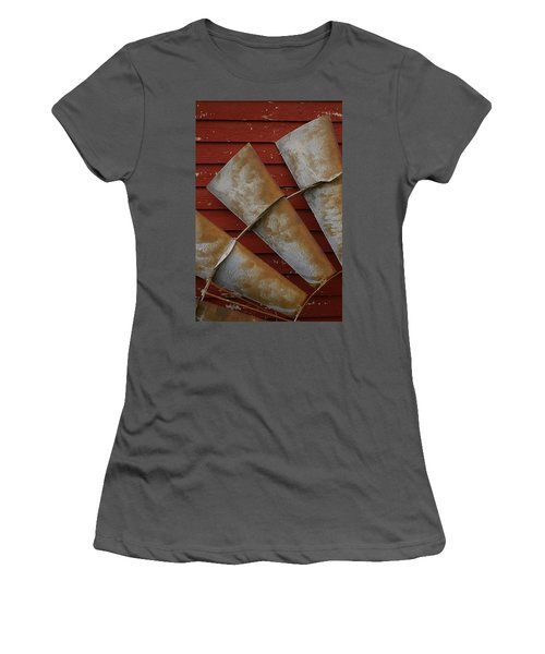 Windfan Leaning Women's T-Shirt (Athletic Fit)
