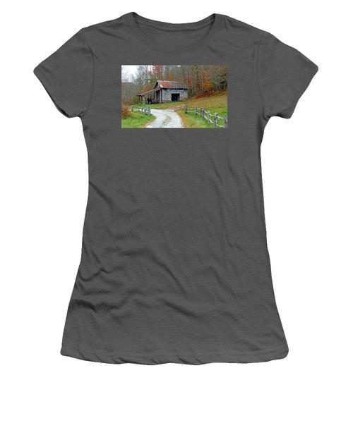 Richland Creek Farm Barn Women's T-Shirt (Athletic Fit)