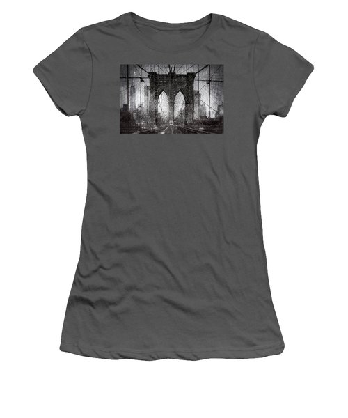 Brooklyn Bridge Snow Day Women's T-Shirt (Athletic Fit)