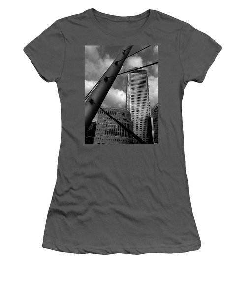 Canary Wharf London Women's T-Shirt (Athletic Fit)