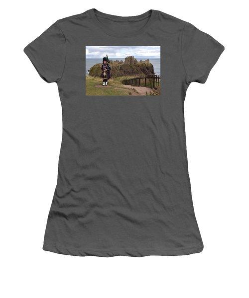 Dunnottar Piper Women's T-Shirt (Athletic Fit)