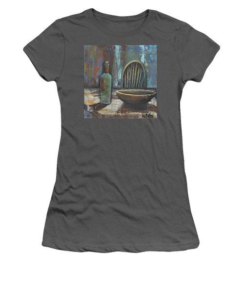 'empty' Women's T-Shirt (Athletic Fit)