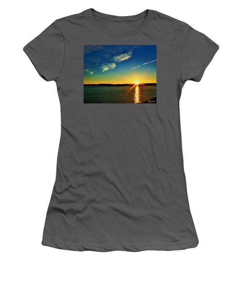 Gc Lake Sunrise Women's T-Shirt (Athletic Fit)
