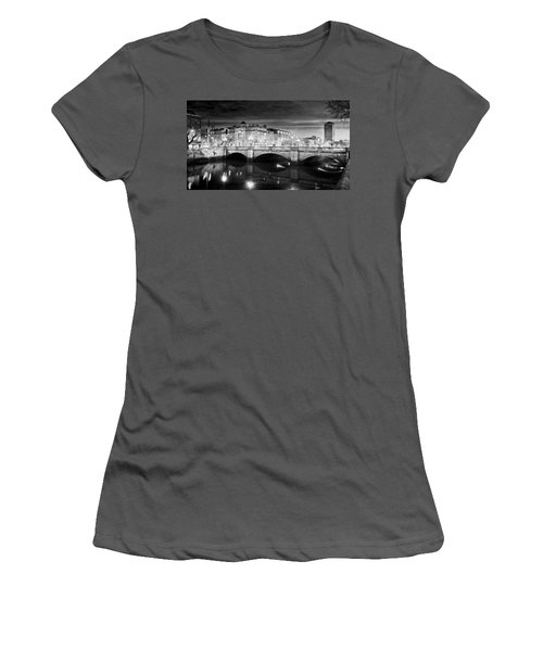 O Connell Bridge At Night - Dublin - Black And White Women's T-Shirt (Athletic Fit)