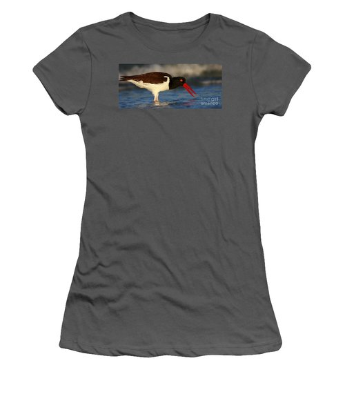 Oystercatcher In Surf Women's T-Shirt (Athletic Fit)