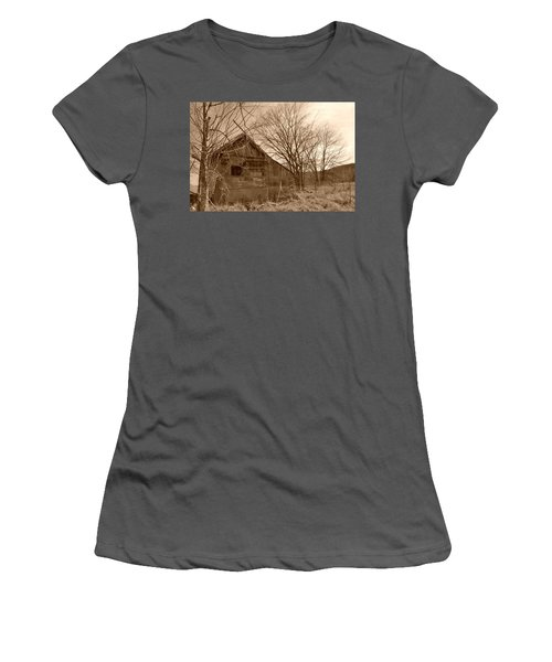 Patchwork Barn Women's T-Shirt (Athletic Fit)