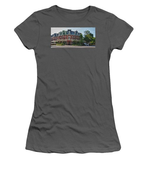 Prince Of Wales Hotel 9000 Women's T-Shirt (Athletic Fit)
