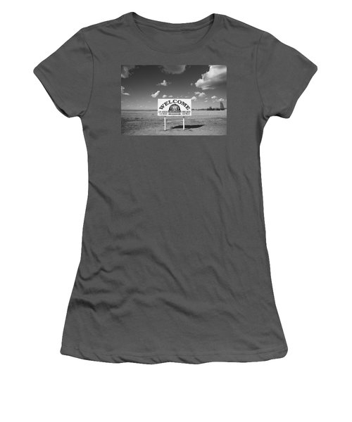 Route 66 - Midpoint Sign Women's T-Shirt (Junior Cut)