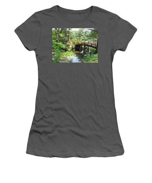 Shukkeien Bridge Women's T-Shirt (Athletic Fit)