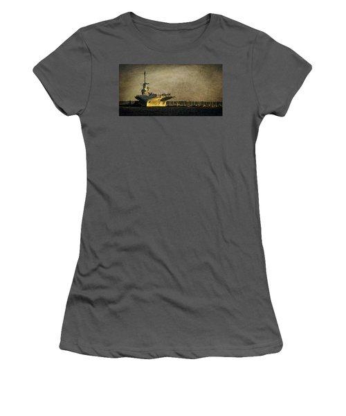 Uss Yorktown Cv10 Women's T-Shirt (Athletic Fit)