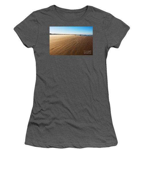 Walking On Windy Beach. Women's T-Shirt (Athletic Fit)