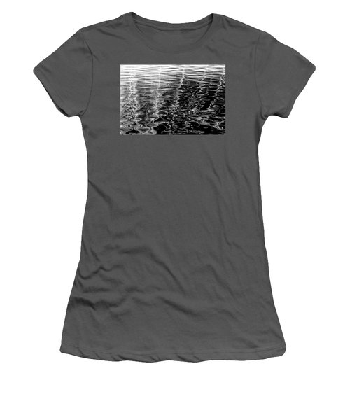 Wavy Women's T-Shirt (Athletic Fit)