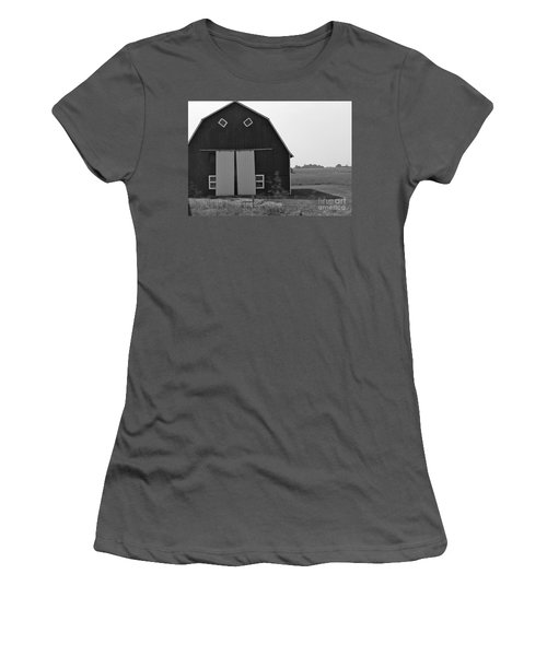Big Tooth Barn Black And White Women's T-Shirt (Athletic Fit)