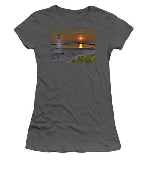 New Buffalo City Beach Sunset Women's T-Shirt (Athletic Fit)
