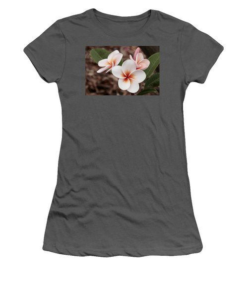 Plumeria   Kona Hawii Women's T-Shirt (Junior Cut) by James Steele