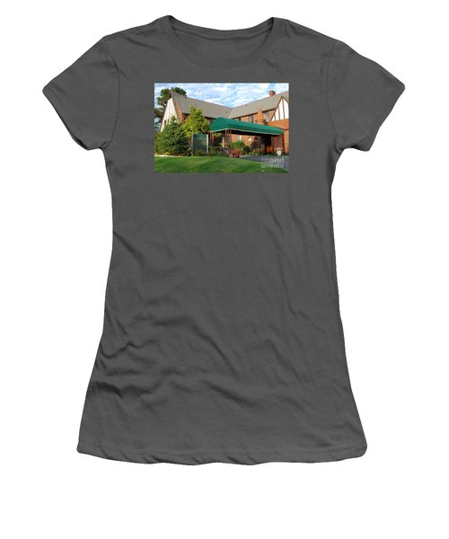 St Clair Inn Entrance Women's T-Shirt (Athletic Fit)