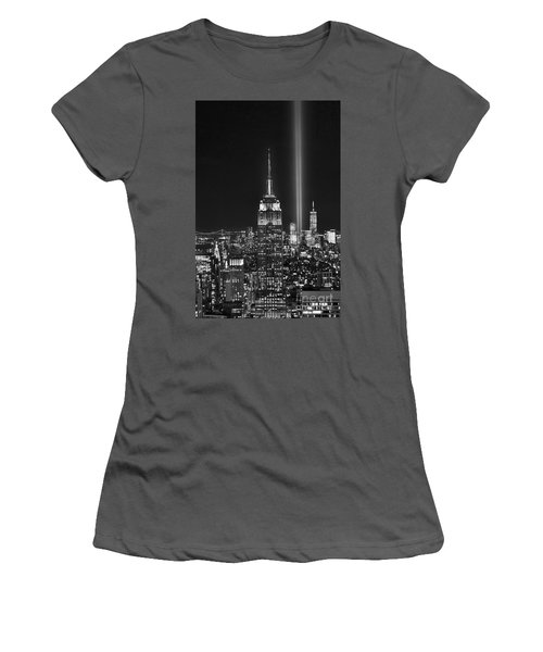 New York City Tribute In Lights Empire State Building Manhattan At Night Nyc Women's T-Shirt (Athletic Fit)