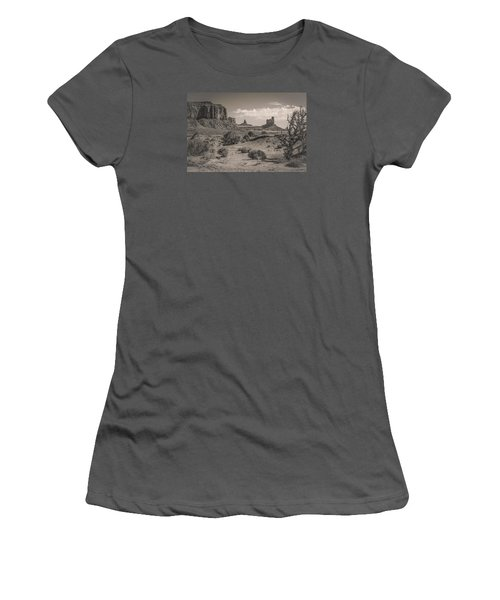 #3326 - Monument Valley, Arizona Women's T-Shirt (Athletic Fit)