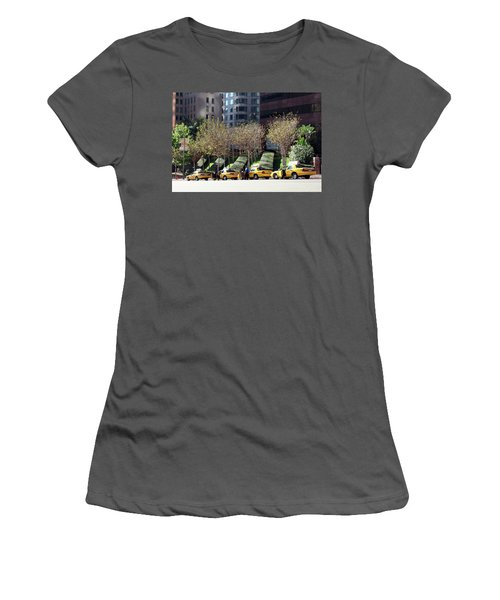4 Taxis In The City Women's T-Shirt (Athletic Fit)