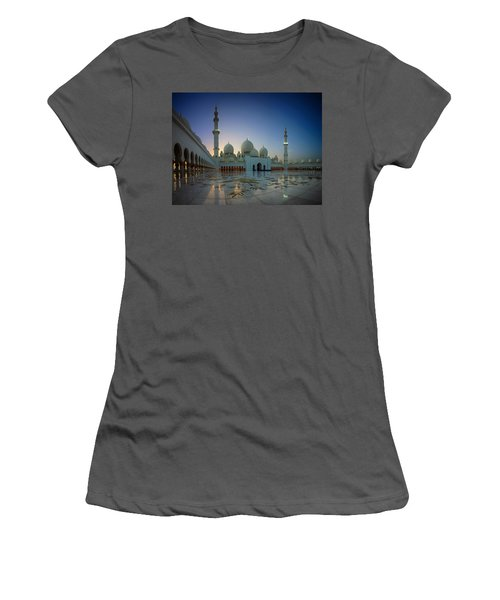 Abu Dhabi Grand Mosque Women's T-Shirt (Athletic Fit)