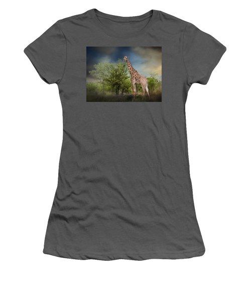 African Giraffe Women's T-Shirt (Athletic Fit)